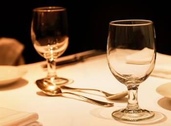 デートでディナーを食べる